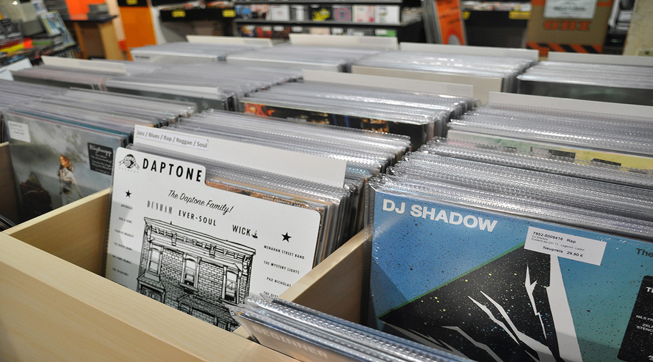 Unser neues Vinyl Regal mit unserm Fabrikneuen Vinyl